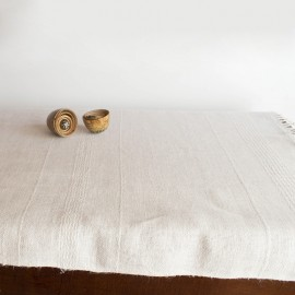 Linen and cotton table path with twills.