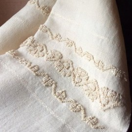 Linen and cotton towel with carnoles and cenefas.