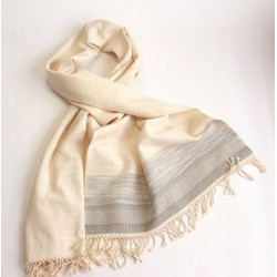 Flambéed cotton shawl with linen and grey accents.